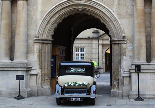 The 1933 Rolls Royce arrives at The Bodleian Library Oxford